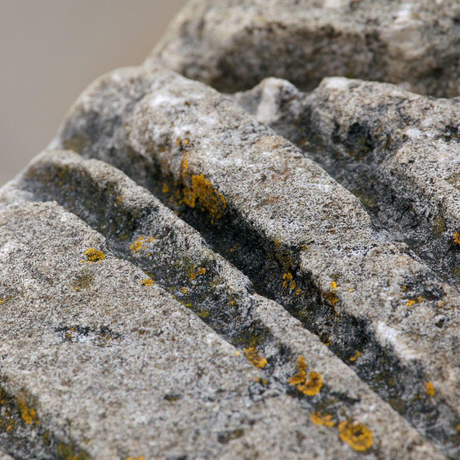 Usure de la pierre par le cordage
